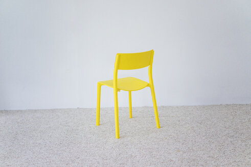 Yellow chair - MOEF00425
