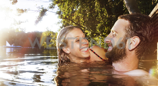 Happy young couple in a lake - FKF02850 - Florian Küttler/Westend61