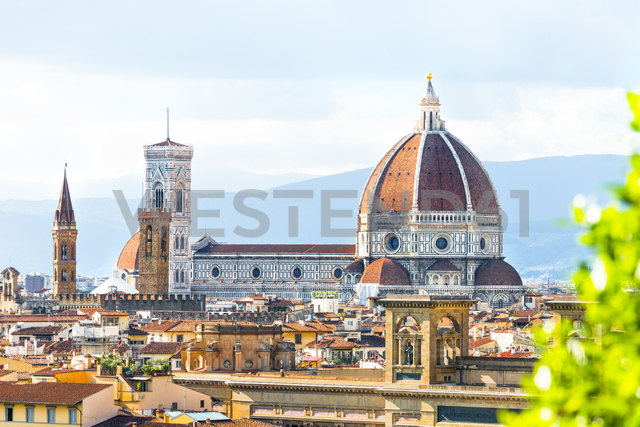 Italy, Tuscany, Florence, Old town, Santa Maria del Fiore and Badia Fiorentina - CSTF01537 - Carmen Steiner/Westend61