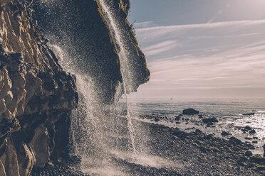 France, Seine-Maritime, Cote d'Albatre, chalk cliff, waterfall at beach - GUSF00273