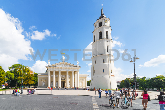 Lithuania, Vilnius, Vilnius Cathedral with bell tower in the foreground - CST01543