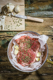 Row beefsteak with herbs and garlic - GIOF03698