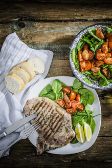 Roasted beefsteak with rosemary, spinach salad with tomato, lemon - GIOF03704