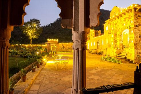 India, Rajasthan, Alwar, Heritage Hotel Ram Bihari Palace, terrace in the evening - NDF00710