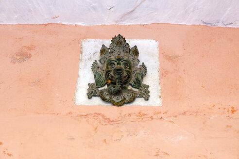 India, Rajasthan, Alwar, Heritage Hotel Ram Bihari Palace, ornamentation on facade - NDF00713