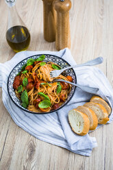 Spaghetti with cherry tomatoes and basil in a bowl - GIOF03724