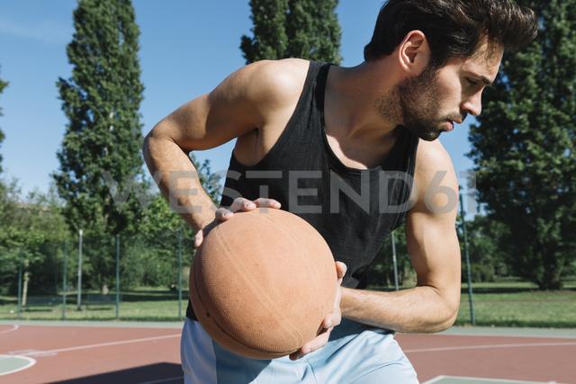 Man playing basketball - ALBF00318