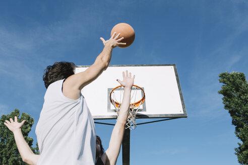 Men playing basketball - ALBF00324