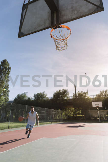 Man playing basketball - ALBF00327
