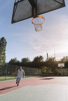 Man playing basketball - ALBF00327