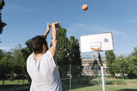 Man playing basketball - ALBF00330