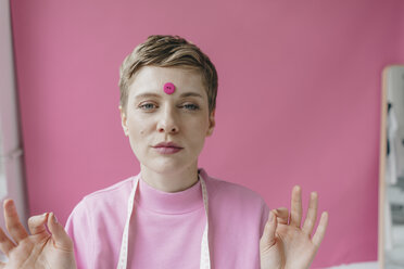 Portrait of tailoress with pink button at her forehead - KNSF03301