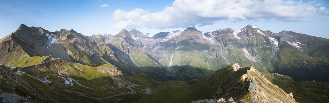Austria, Salzburg State, View from Edelweissspitze to Grossglockner High Alpine Road and Grosser Wiesbachhorn - STCF00361