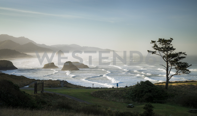 USA, Oregon, Cannon Beach at sunrise - STCF00373