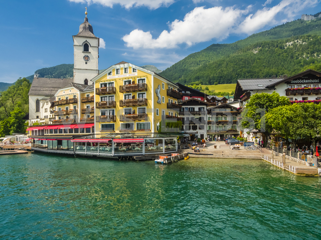 Austria, Salzkammergut, Salzburg State, Lake Wolfgangsee, St. Wolfgang, Hotel Weisses Roessl - AM05582