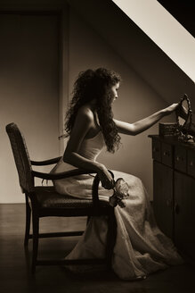 Young bride looking at herself in a mirror - FCF01326