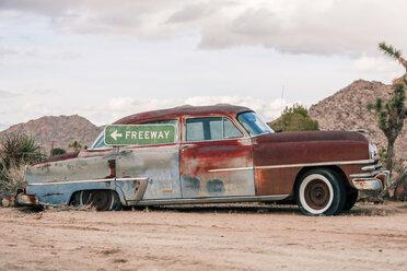 USA, California, Joshua Tree, oldtimer with Freeway-sign - WVF00851
