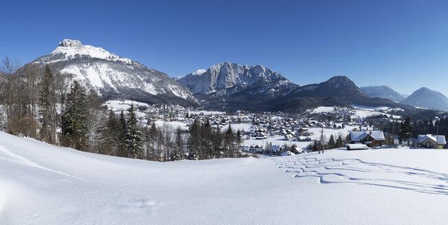 Austria, Styria, Salzkammergut, Altaussee, Mountain Loser left, Trisselwand in winter - WWF03992