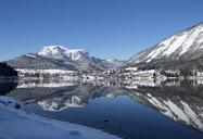 Austria, Styria, Salzkammergut, Altaussee, Lake Altausseer See in winter - WWF03995