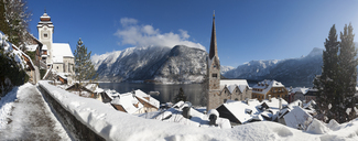 Austria, Upper Austria, Salzkammergut, Hallstatt, Lake Hallstatt, Catholic and evangelic church right - WWF04004