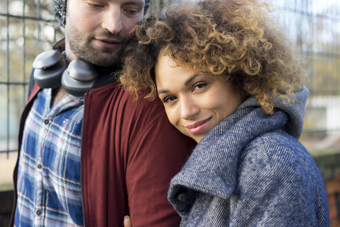 Portrait of smiling young couple outdoors - HHLMF00133