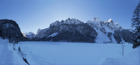 Austria, Upper Austria, Salzkammergut, Gosau, Lake Gosausee in winter, Dachstein and Gosaukamm - WWF04042
