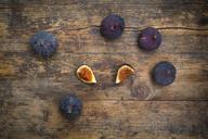 Organic figs on wood - LVF06578