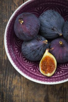 Organic figs in a bowl - LVF06581