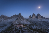 Italy, Sexten Dolomites, Tre Cime di Lavaredo, Nature Park Tre Cime, Rifugio Antonio Locatelli at night - RPS00093
