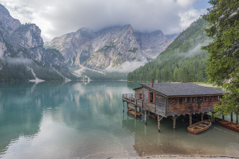 Italy, South Tyrol, Dolomites, Lago di Braies, Fanes-Sennes-Prags Nature Park - RPSF00108