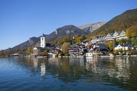 Austria, Upper Austria, Salzkammergut, St. Wolfgang with Schafberg, Lake Wolfgangsee, village view - WWF04095