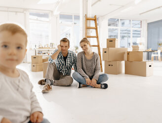 Smiling couple with little daughter moving into new home - KNSF03400