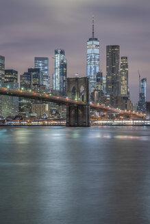 USA, New York City, Manhattan, Brooklyn, cityscape with Brooklyn Bridge at night - RPSF00117