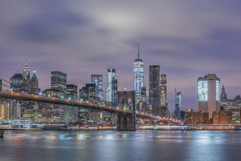 USA, New York City, Manhattan, Brooklyn, cityscape with Brooklyn Bridge at night - RPSF00138