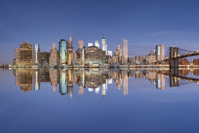 USA, New York City, Manhattan, Brooklyn, cityscape with Brooklyn Bridge - RPSF00162