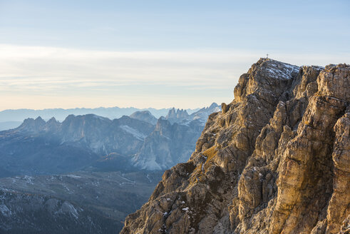 Italy, Veneto, Dolomites, Summit of Lagazuoi in the evening light - LOMF00684