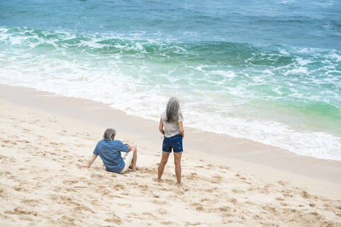 Senior couple on the beach looking at the sea - SBOF01101