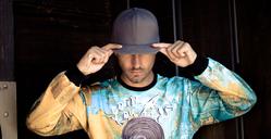 Stylish young man wearing basecap and printed shirt - SIPF01922
