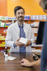 Pharmacist explaining medicine to customer in pharmacy - MFF04279