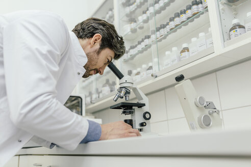 Man using microscope in laboratory - MFF04309