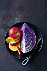 Bowl of sliced red cabbage, apples and orange slices - CSF28722