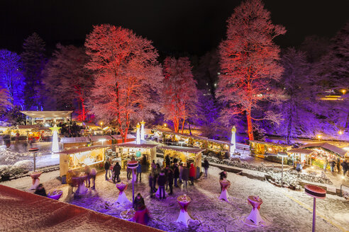 Germany, Bad Wildbad, lighted Christmas market at spa park - WDF04293