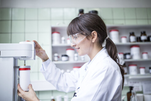 Woman working in laboratory of a pharmacy - WESTF24018