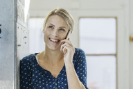 Portrait of happy young woman on the phone - JOSF02120