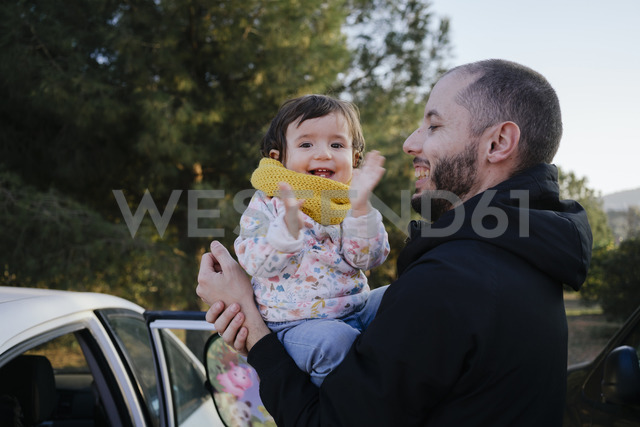 Portrait of happy baby girl on her father's arms - GEMF01841