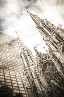 USA, New York City, Manhattan, St Patrick's Cathedral - CMF00767