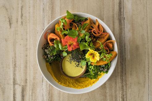 Decorated salad with pumpkin, hummus, broccoli and edible flower - SBOF01225