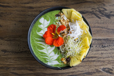 Decorated green smoothie bowl with pineapple and edible flower - SBOF01246