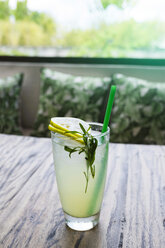 Iced mint beverage with lemon slices - SBOF01252