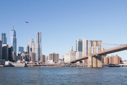 USA, New York, Manhattan, view to skyline and Brooklyn Bridge - CMF00768